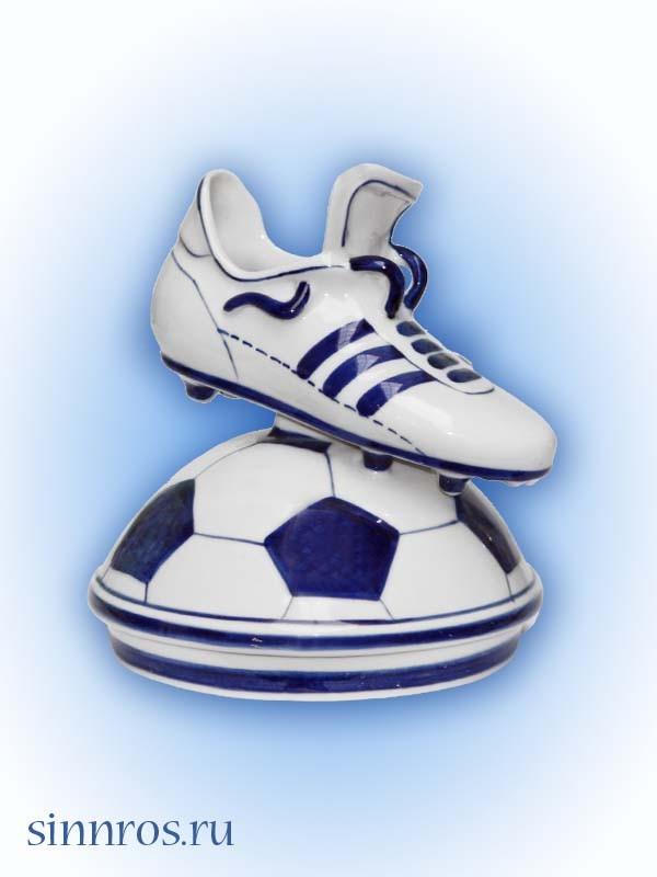 Бутца футбольная на мяче